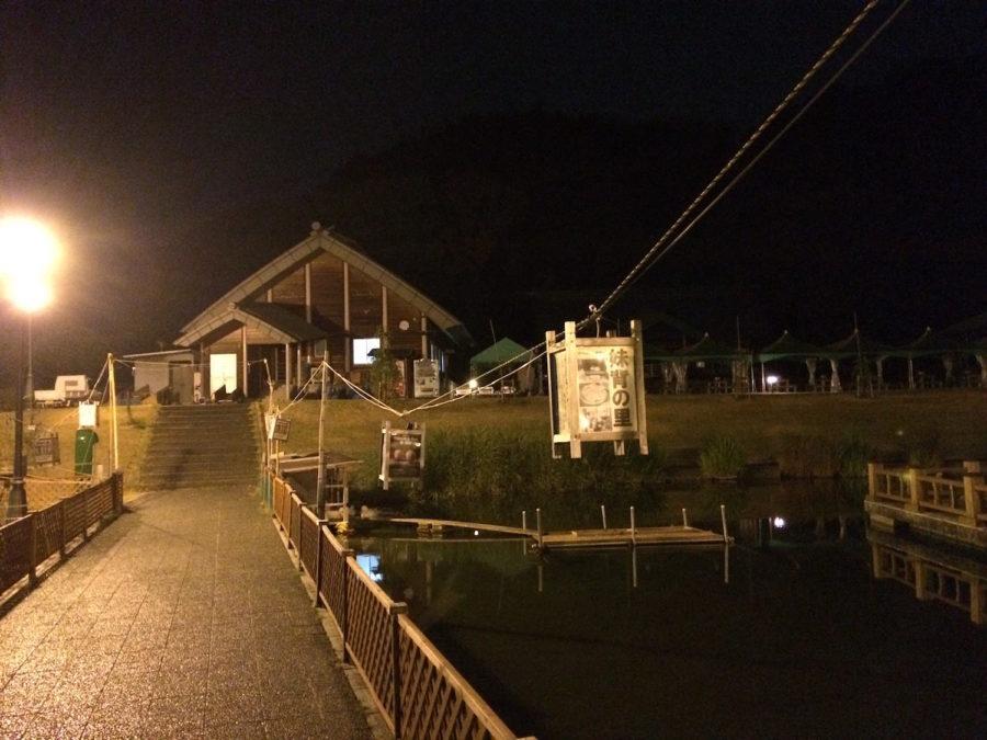 夜のキャンプ場2