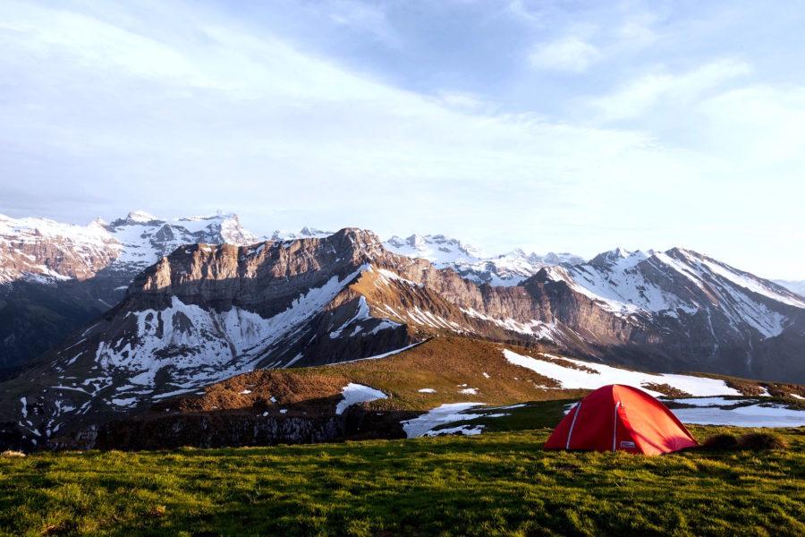 極寒のキャンプや車中泊を楽しんで過ごせる3つの方法