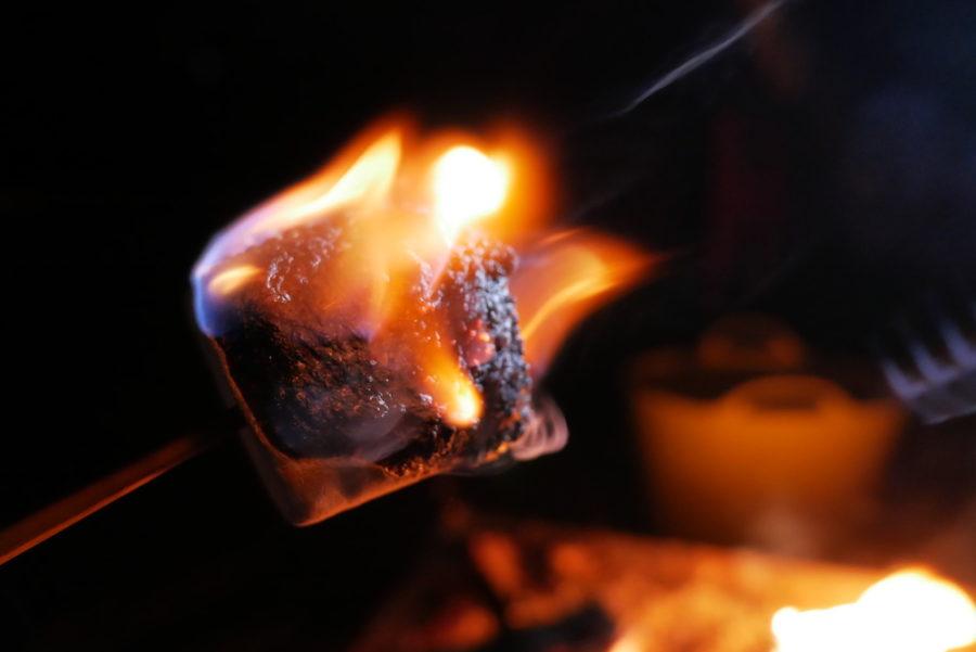 マシュマロは燃やして食べるが新常識?