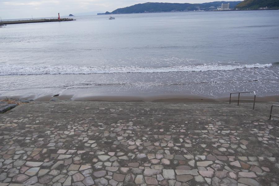 宇佐美の海はすぐ