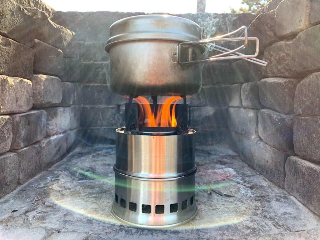 ウッドストーブで湯沸かし