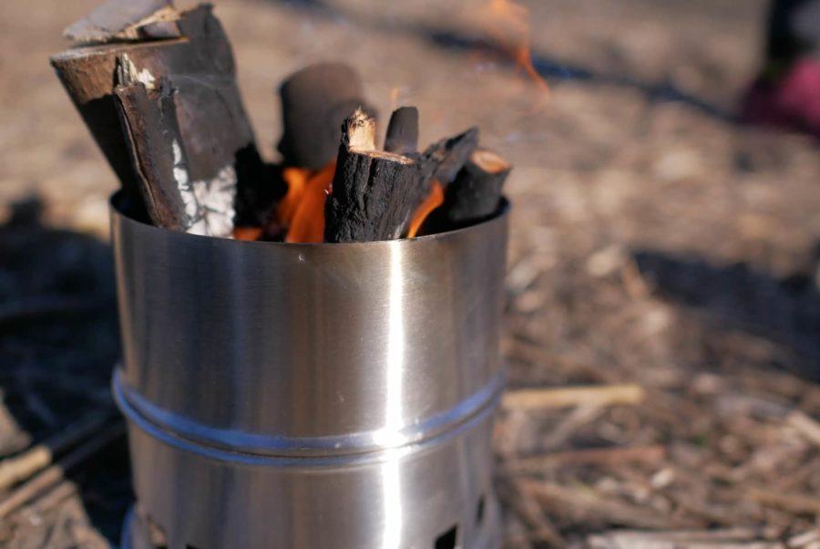 燃えているウッドストーブ