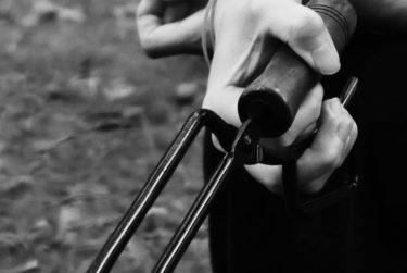テオゴニアの薪ばさみは無になれるキャンプ道具