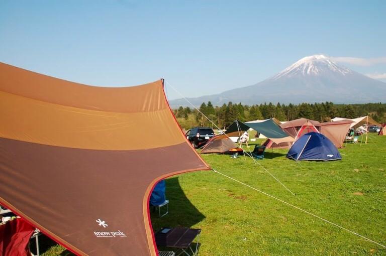 富士山とスノーピークのタープ