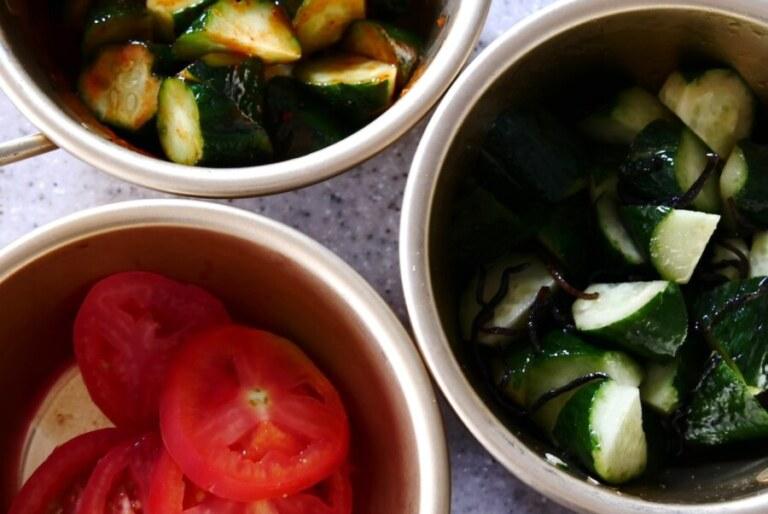 マッコリカップに野菜を入れる